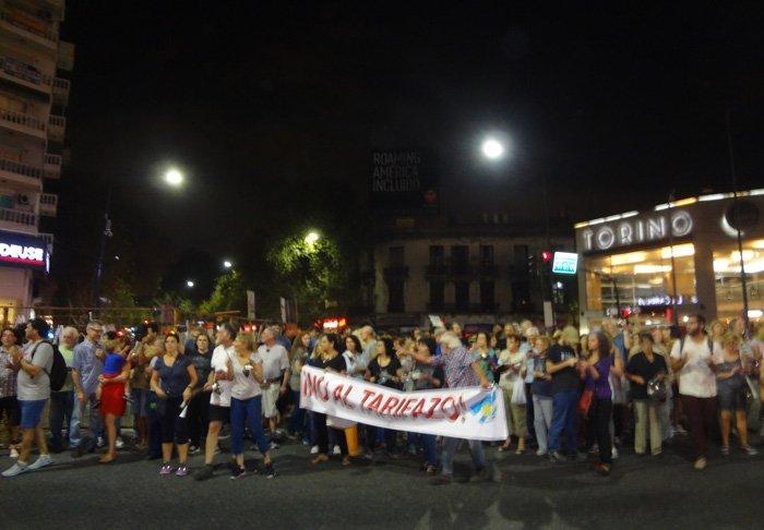IVecinos protestaron por el aumento de tarifas